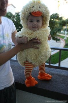 duckling Halloween costume- and super cute baby! Halloween Bebes, Costume Halloween, Halloween Costumes For Babies, Baby Kostüm, Baby Kind, Little People, Little Ones, Little Babies, Cute Babies