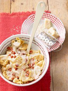 Tortellini alla panna mit Speck und Käse