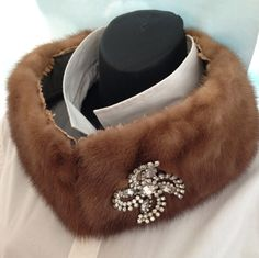 Vintage mink collar with vintage pin and lace, coat collar, neck warmer, fur collar, elegant vintage neck accessory, glamourous collar
