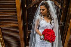 www.FABIOBUENOFOTOGRAFIA.com  Foto de Fabio Bueno Fotografia     © Todos os Direitos Reservados   Obra registrada de protegida pela lei do direito autoral. Lei, Wedding Dresses, Fashion, Wedding Event Planner, Weddings, Fotografia, Photos, Bridal Dresses, Moda