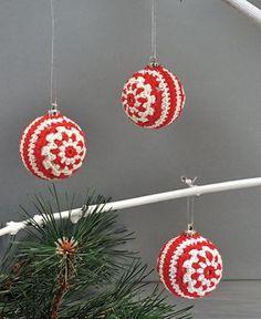 Hæklede julekugler Christmas Baubles, Christmas Baby, Holiday Ornaments, All Things Christmas, Christmas Stockings, Christmas Crafts, Christmas Decorations, Xmas, Crochet Ornaments