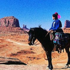 January Native American in Monument Valley, Utah, photo by Kerry Halasz Native American Photos, Native American Women, Native American History, Native American Indians, Native Americans, Navajo Women, Horse And Human, Cowboys And Indians, Most Beautiful Animals