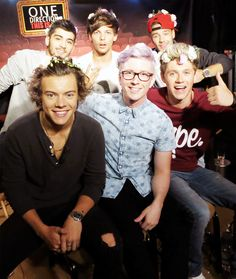 One Direction with Tyler Oakley << DUDE, I THOUGHT THIS WAS JUST AN EDIT AT FIRST, THIS IS AWESOME!