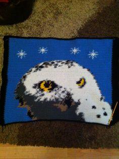 Hedwig xxz Pixel Crochet, Hedwig, Crochet Crafts, Harry Potter, Winter Hats, Blanket, Portrait, Projects, Pattern