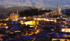 If you plan to spend a few days at the beach and relax in Costa del Sol we have a plan you will love: a day trip to the beautiful Antequera and El Torcal Andalusia Spain, Andalucia, Malaga Spain, Paris Skyline, New York Skyline, Cities, Iberian Peninsula, Beautiful Places To Visit, Seville