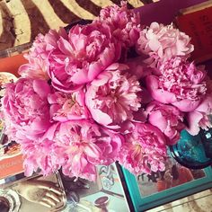 habituallychic:  Bon weekend! #fridayflowers #peonies