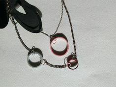 Collier deux niveaux avec bulles de papiers rose, gris perle et bordeaux. Coloris personnalisable