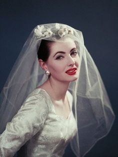 Wedding Dress from the 50s. Sleeves should make a return. Much more elegant.