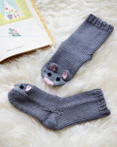 Mouse socks- The only thing cuter than exposed baby toes are those dressed as a pair of mice Knitting For Kids, Knitting Projects, Baby Knitting, Wool Socks, Knitting Socks, Knitted Baby Socks, Knitting Patterns Free, Knit Patterns, Knitted Animals