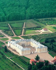 The Rundāle Palace is set amidst the fertile Zemgale Plains in the south of Latvia. It is one of the two major baroque palaces built for the Dukes of Courland. Riga, Beautiful Castles, Beautiful Places, Places To Travel, Places To See, Places Around The World, Around The Worlds, Le Palais, Kirchen
