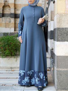 Source by taiyabasifat dresses hijab Abaya Designs, Hijab Mode Inspiration, Abaya Mode, African Fashion Dresses, Fashion Outfits, Hijab Stile, Moslem Fashion, Muslim Dress, Hijab Dress