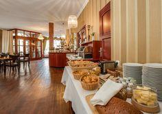 """Morgens weckt ein großes, vielseitiges Frühstücksbuffet im Hotel / Restaurant """"Am Goldenen Strauss"""" die Lebensgeister."""