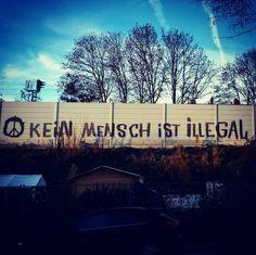 Kein Mensch ist illegal. No one is illegal. #keinmenschistillegal #nooneisillegal #refugeeswelcome #refugees #fcknzs #fckafd #noloveforanation #antifa #gegenbesorgtebürger #streetart #munich #münchen by f.vogelmann