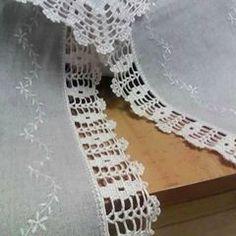 Granny Square Runner Pattern Diagram and Inspiration ⋆ Crochet Kingdom Crochet Edging Patterns, Crochet Lace Edging, Crochet Borders, Filet Crochet, Diy Crochet, Crochet Doilies, Knitting Patterns, Beautiful Crochet, Crochet Projects