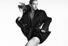 On vous dévoile la nouvelle campagne exclusive de Stuart Weitzman représentée par la belle Gigi Hadid.