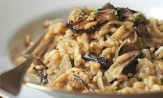 Vegetarian Risotto with Leeks, Shiitake Mushrooms, and Truffles - Bon Appétit Mushroom Risotto, Chicken Risotto, Cauliflower Risotto, Risotto Rice, Truffle Oil, Truffle Recipe, White Truffle, Truffle Mushroom, Mushrooms