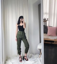 High waist pants camouflage loose joggers women army harem camo pants streetwear punk black cargo pants women capris trousers - MEET A NEW YOU Cargo Pants Outfit, Cargo Pants Women, Pants For Women, Clothes For Women, Camo Pants, Edgy Outfits, Korean Outfits, Fall Outfits, Grunge Outfits