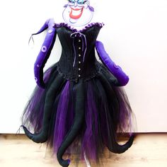 Adult Halloween Ursula Seawitch inspired costume by CordeliaRoyle - Halloween Costumes Disney Villain Costumes, Adult Disney Costumes, Pregnant Halloween Costumes, Diy Halloween Costumes For Women, Scary Costumes, Halloween Costume Contest, Halloween Outfits, Diy Costumes, Maternity Halloween