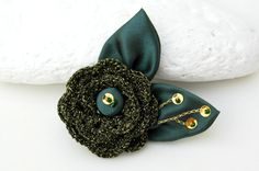 Green Brooch Flower pin Crochet Brooch Pin by lindapaula on Etsy, €10.00  Broche de ganchillo.