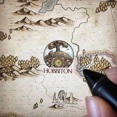 Dale, Smaug, another tiny army & some other joyful details ^^' 🕷 - Fantasy World, Fantasy Art, Fantasy Map Making, O Hobbit, Hobbit Hole, J. R. R. Tolkien, Montezuma, Map Design, Map Art