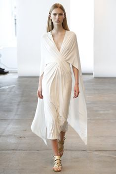 Donna Karan Resort 2014 Collection - Take a peek at the elegant ensembles comprised in Donna Karan's resort 2014 line! Fashion News, Runway Fashion, Fashion Show, Fashion Design, Ladies Fashion, Womens Fashion, Donna Karan, Robes Glamour, Mode Editorials