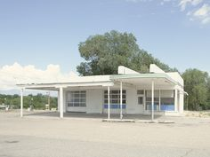 Photographer captures 26 abandoned gasoline stations across America Old Gas Stations, New York Photographers, Photo Essay, Abandoned, Travel Inspiration, Branding Design, Shed, Outdoor Structures, America