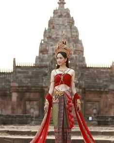 My Favorite Beaches and Islands on Thailand's Eastern Seaboard Traditional Thai Clothing, Traditional Fashion, Traditional Dresses, Thailand Costume, Costume Ethnique, Thai Wedding Dress, Thailand Fashion, Thai Fashion, Thai Dress