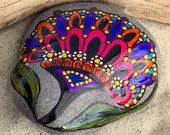 Bohemio Bloom / Painted Rock / Sandi Pike Foundas / Cape Cod piedra de mar