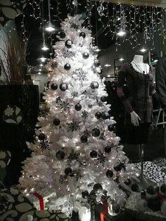White Christmas tree at Blackmail White Christmas Trees, Beautiful Christmas Trees, Christmas Room, Christmas Tree Themes, Christmas Centerpieces, Christmas Ideas, White Trees, Dark Christmas, Black Tree
