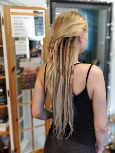 This is the work of my affiliate in Finland see says: We made Jennis dreads about four months ago and now it was time for some dreadlove and to make a couple more ? Jenni is totally in love with her new hairstyle and just wants more and m Loose Dreads, Half Dreads, Partial Dreads, Blonde Dreadlocks, Blonde Braids, New Dreads, Short Dreads, Locs, Dreadlock Styles
