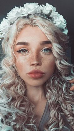 Folks with unbelievable seems who appear to be out of fairy tales The Efficient Footage We Supply You About Beaute Inspiration fairy tales A top. Halloween Eye Makeup, Halloween Eyes, Fairy Photography, Photography Women, Face Angles, Beautiful People, Most Beautiful, Blonde Moments, Avant Garde Hair