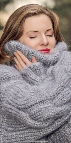 Thick Sweaters, Women's Sweaters, Cardigan Sweaters For Women, Sweater Outfits, Long Cardigan, Color Wheel Fashion, Gros Pull Mohair, Mohair Sweater, Holiday Outfits