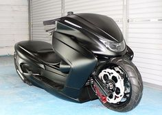 Custom Yamaha Majesty scooter. I would rock this all day long. DOPE!