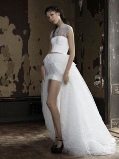Is it just us, or are Vera Wang Bride collections getting more sheer and abstract every season? Vera Wang unveiled her Spring 2016 collection - sensual - BellaNaija Weddings. 2016 Wedding Dresses, Wedding Dress Trends, Wedding Dress Styles, Wedding Attire, Bridal Dresses, Wedding Gowns, Dresses 2016, Wedding Pictures, Wedding Shoes