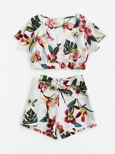 >>>Cheap Sale OFF! >>>Visit>> Shop Random Jungle Print Surplice Crop Top With Shorts online. SheIn offers Random Jungle Print Surplice Crop Top With Shorts more to fit your fashionable needs. Cute Outfits With Shorts, Cute Summer Outfits, Short Outfits, Spring Outfits, Trendy Outfits, Croped Plus Size, Girl Fashion, Fashion Outfits, Womens Fashion