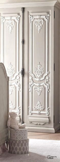 French Painted Furniture, Vintage French, Interiors, Armoires, Armoire Elisa - Moderniser son ancienne armoire plutôt que de jeter...  This is Beautiful ... I need it :)