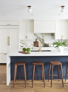 Play up your kitchens strengths and embrace all of its details. This contemporary kitchen features a dark blue center island with a white quartz waterfall that seals the deal. Inspiration by M House #kitchencabinets #kitchencabinetry #kitchendesign #kitchendecor #kitcheninterior #traditionalkitchen #kitchendesignideas #kitchendecorideas #kitchenideas #kitchenstyle #kitchenselfie #kitchendiaries #kitchenlove #kitchenwithsoul #kitchengoals #kitcheninterior #kitcheninspiration #kitchendetail