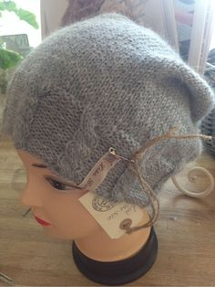 For mindre lue legg opp 108 m isteden . Hooded Scarf Pattern, Knit Crochet, Crochet Hats, Knitting Projects, Mittens, Knitted Hats, Diy And Crafts, Winter Hats, Beanie