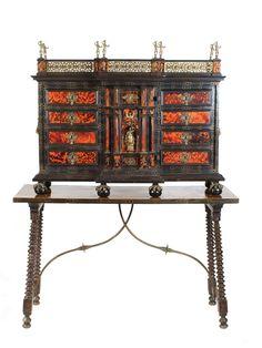 An elegant Italian wooden and turtle secreter -  18th century Lot 632
