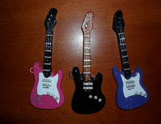 Guitarras en miniatura con iman o broche Guitarras 30cm aproximadamente Violas