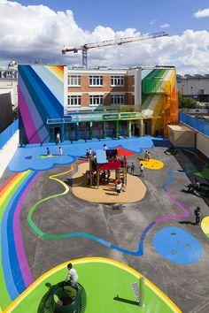 Ecole maternelle de la rue Pajol dans le 18ème arrondissement de Paris. Les architectes Tiphaine Leclère et Olivier Palatre ont donné une seconde jeunesse à ce vieux bâtiment et créé une école enchantée
