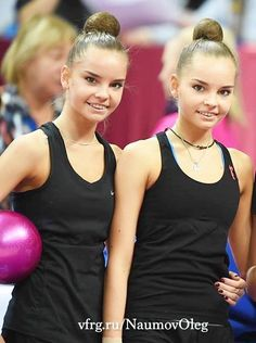 Dina Averina RUS and her twin sister Arina Averina RUS Rhythmic Gymnastics Training, Rhythmic Gymnastics Costumes, Gymnastics Flexibility, Sport Gymnastics, Artistic Gymnastics, Two Girls, Cute Girls, Dina Averina, Darya Klishina