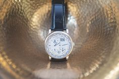 A. Lange & Söhne et le Concorso D'Eleganza : Automobiles et montres Automobile, Nice Watches, Leather, Accessories, Chic, Watches, Car, Fine Watches, Motor Car