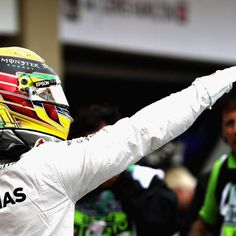 Hamilton faz pole que pode evitar festa de Rosberg no Brasil