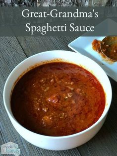 Great-Grandma's Home-Made Spaghetti Sauce This is the best recipe, passed down to me. It is so good and so easy. The house smells fantastic, too, when it's simmering on the stove. Italian Spaghetti Sauce, Spagetti Sauce, Spaghetti Recipes, Pasta Recipes, Cooking Recipes, Best Spaghetti Recipe, Spaghetti Sauce Easy, Best Homemade Spaghetti Sauce, Al Dente