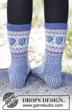 Gestrickte DROPS Socken in Fabel mit diagonalem Muster. Gr. 35-43. Kostenlose Anleitungen von DROPS Design.