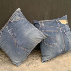 Bluejean pillows would go great with my equestrian inspired guest room. by leanna Jean Crafts, Denim Crafts, Diy Jeans, Memory Pillows, Denim Ideas, Sewing Pillows, Recycled Denim, Denim Bag, Couture