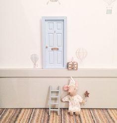 Puerta del ratoncito Perez! (en el zócalo de la habitación del bebé)
