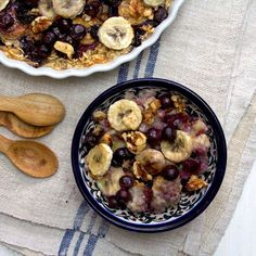 Baked Banana, Blueberry and Raisin Oatmeal - this combines all my favorite oatmeal toppings in one dish!  Now I wish I had some blueberries!