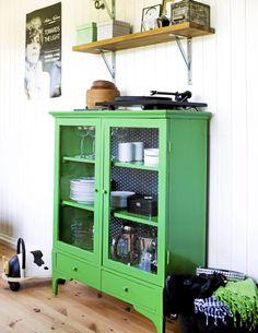 Nydelig grønnfarge! Fargen er Interiør farvekode 1508 fra Flügger.